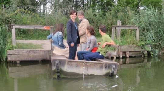 En visite dans l'audomarois le 17 août, Sandrine Rousseau a pu apprécier la richesse de la réserve du Romelaëre.